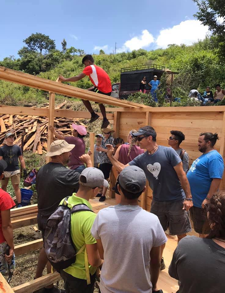 volunteers constructing a shelter in honduras